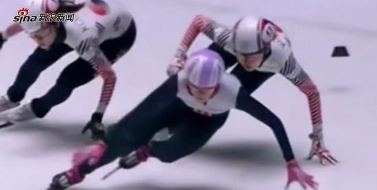 【同期声】解说惊呆!短道速滑韩国队员推队友