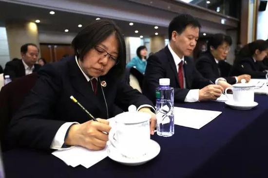 游客吃4千元帝王蟹 上桌后疑被调包成死蟹(图)