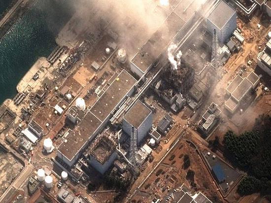 2011年3月14日拍摄的卫星照片显示:日本福岛第一核电站3号反应堆爆炸后冒着浓烟。
