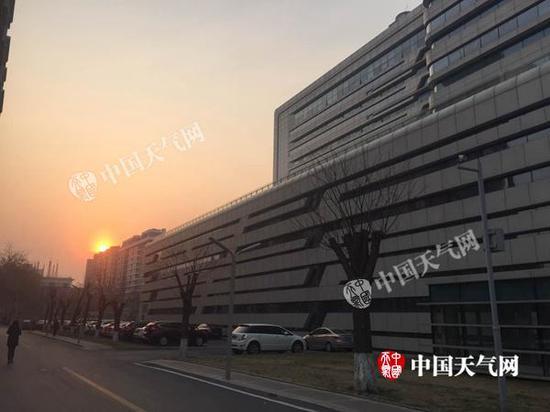 今晨,北京能见度不佳。