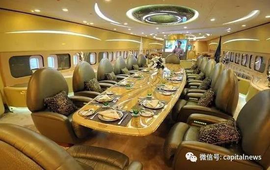 乘坐镀金波音747专机