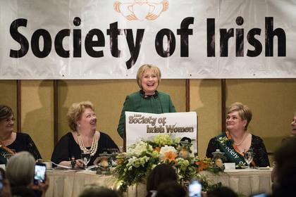 希拉里在爱尔兰妇女协会圣帕特里克晚餐会上讲话