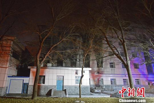 中北大学一实验室18日晚发生火灾。 武俊杰 摄