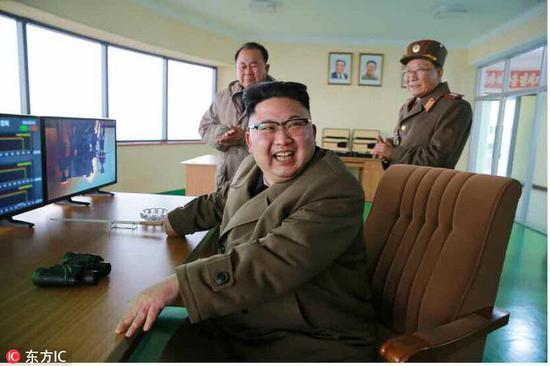 当地时间2017年3月19日,据朝鲜劳动党机关报《劳动新闻》3月19日报道,朝鲜劳动党委员长金正恩前一日在西海卫星发射场参观了新型高功率火箭发动机地上点火试验。