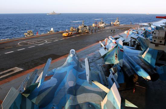 俄罗斯海军库兹涅佐夫号已经顺利完成针对叙利亚的任务返回俄罗斯一段时间。此次的出击是库兹涅佐夫号首次实战,现在公布的图片中可以看到这艘航母在首次实战中的表现。