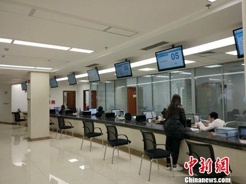 国家发改委政务大厅。中新网记者 李金磊 摄