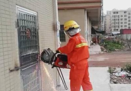 男子偷偷撬窗潜入屋 房东焊死门窗困他9天