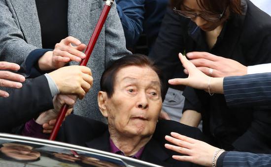 乐天家族否认全部指控 94岁创始人大闹现场