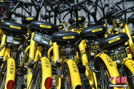 图为因二维码破坏等候修缮的共享单车。中新社记者 任东 摄