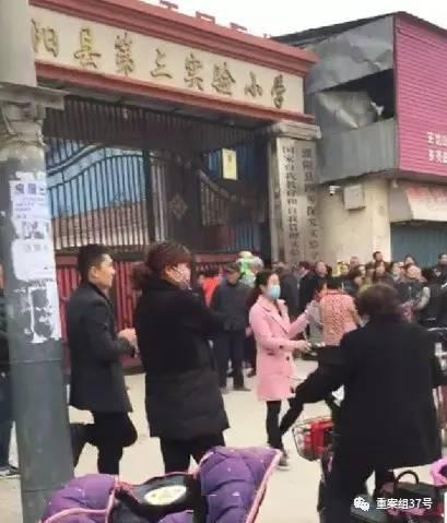 ▲3月22日上午9时许,濮阳县第三试验小学产生一同先生踩踏事变,现在已致1人殒命22人受伤。    图片起源\年夜河报