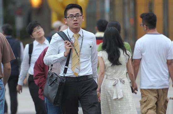 原济南军区参谋长张鸣因严重违纪去职人大代表
