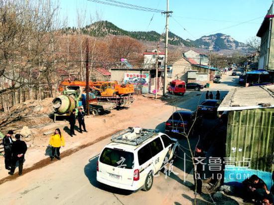 事故发生时不少摊贩在这里摆摊,也聚集了一些赶集的村民