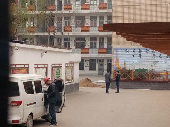 23日,学校开始进行基础配套设施改造 图/李英强