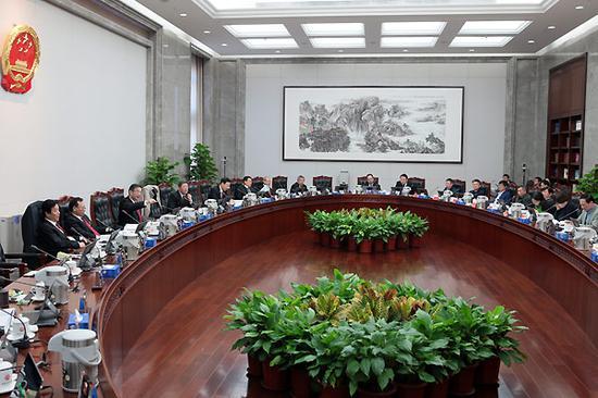 最高人民法院邀请人大代表政协委员专家学者列席审判委员会会议现场。孙若丰 摄