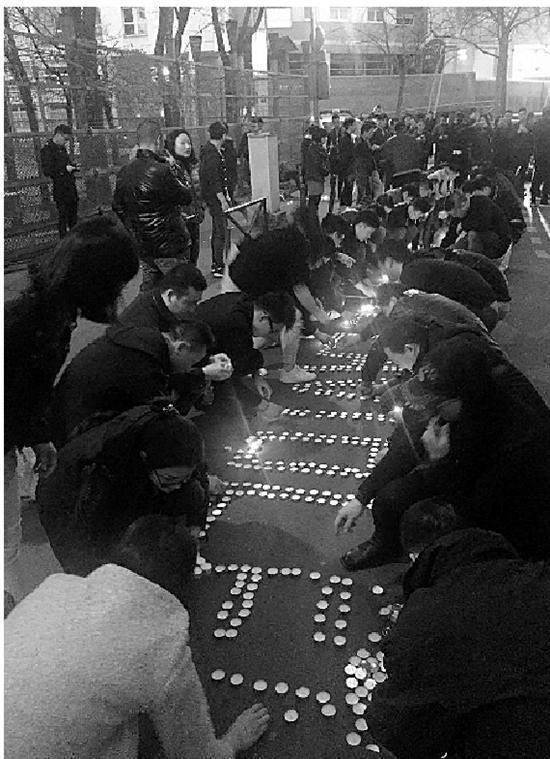 事发后,当地华人举行悼念活动。 法国《华人街报》供图