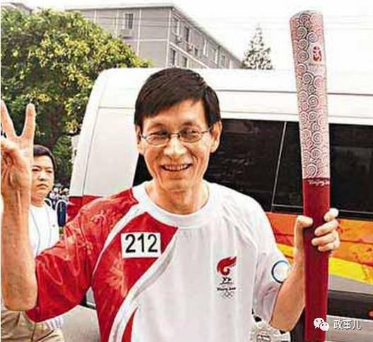 图为2008年参加奥运火炬传递的朱云来