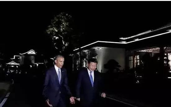 2016年9月,习近平主席与奥巴马总统在西湖国宾馆的湖边漫步。