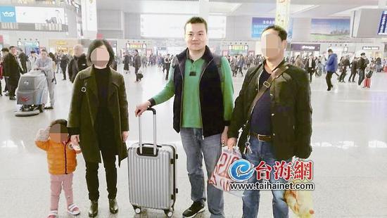 上海一处路面大面积沉降 完成抢修预计10至15天