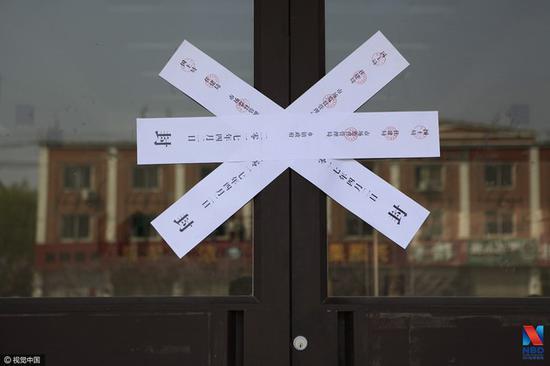 北京:男子为办居住证 凌晨2点穿羽绒服排队