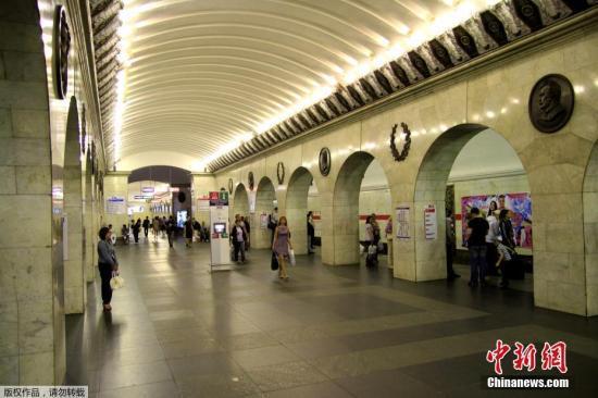 """图为2012年6月16日""""""""技术学院""""地铁内景资料图片。"""