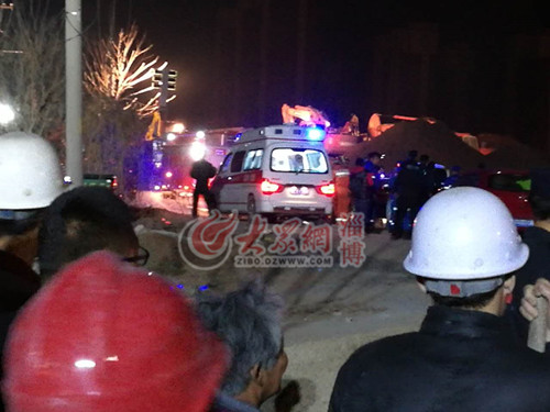 00:30 120救护车进入救援现场里面