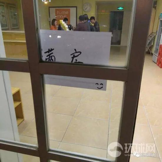 雄县所有的房产经纪公司在4月2日下午都被贴上封条,所有业务停止,工作人员处于放假状态