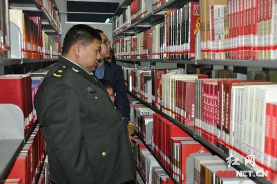 毛泽东藏书楼的┞蜂贵藏书惹起了毛新宇的存眷