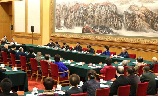 2014年10月,中共中央总书记、国家主席习近平在文艺座谈会上讲话,提出了以人民为中心的创作导向。图|新华