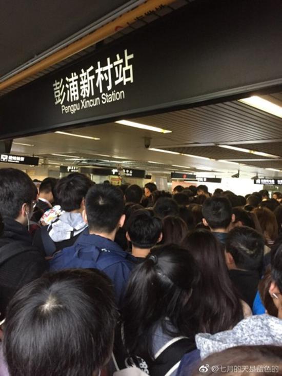图说:地铁一号线彭浦新村站台