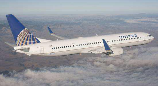 "</div> <p>  中新网4月17日电 据外媒报道,美国联合航空公司15日再次传出将乘客请下飞机的消息。据称,当天在一架准备从得克萨斯州休斯敦飞往波多黎各的航班上,一对情侣在""有争议的情况""下被执法人员带下飞机。</p> <p>  报道引述美联航方面的说法,在15日的这起事件中,这对情侣之所以被请下飞机,是因为他们不听从机组人员指示,多次试图坐在比他们购买的机票等级更高的舱位。在""有争议的情况下"",这两名乘客被请下飞机。</p> <p>  美联航16日未就置评请求作出回应。不过,事件的另一方给出了不同的说法。</p> <p>  男乘客迈克尔</p> <p>  霍尔称,他们最终配合要求,在一名联邦执法官的陪同下下了飞机。此后,他们在16日重新订了机票。</p>         <p class="