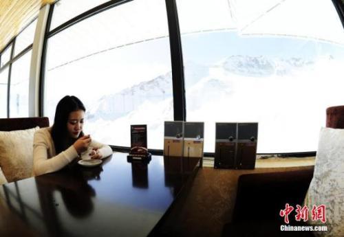 资料图:一家咖啡馆内景。 中新社记者 安源 摄