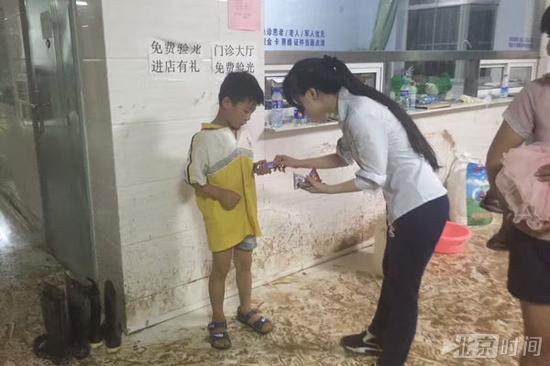 (北京时间记者在邢台暴雨报道一线)
