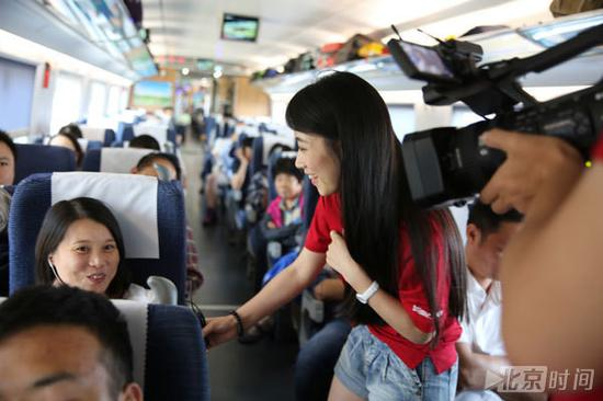 (北京时间记者峰会报道在高铁上采访)