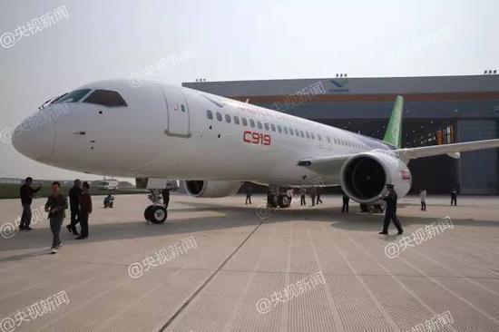 △国产大飞机C919全球首次亮相(图片摄影:赵逢庆)