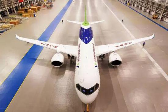 △中国自主研发大飞机C919(图片来自@中国商飞)