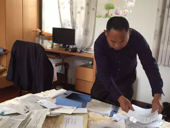 男人坐冤狱15年:天天寄1封申诉信用了2万张邮票