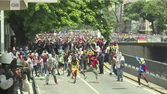 ▲委内瑞拉国内游行示(图片来源:CNN)