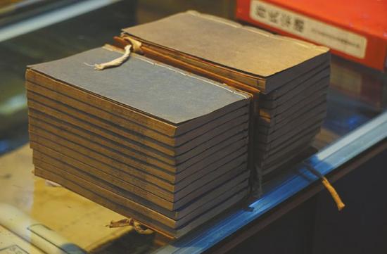 妙复轩评本《红楼梦》共24册。