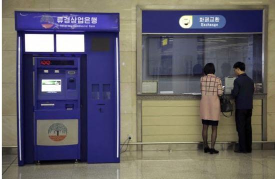 朝鲜平壤顺安国际机场的自动提款机。(美联社)