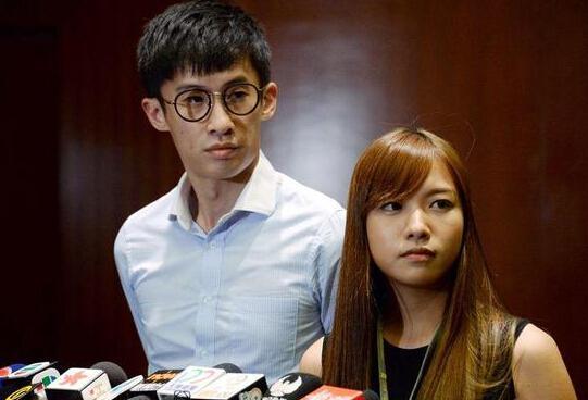 """香港""""辱国议员""""梁、游被捕 本周五将提堂"""