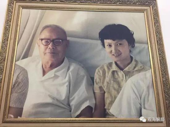 青年时期的叶向真与父亲