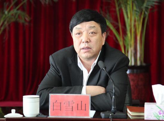 美女刘飞儿性感透视睡衣深沟隐现(15)