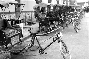 什刹海景区的人力三轮车