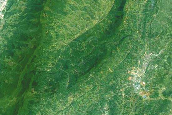 ③从高空俯瞰名山的巨型图案全貌。
