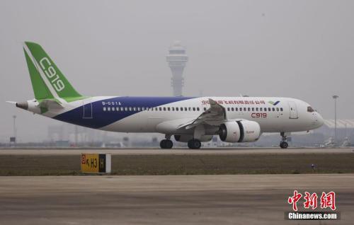 资料图:5月5日,首架国产大飞机C919在上海成功首飞。杨骏 摄