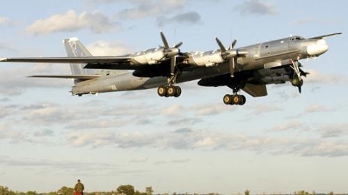 """资料图:俄罗斯""""熊""""式战斗机。"""