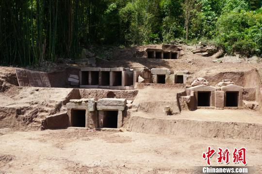 图为在重庆市巴南区发掘的宋明代墓葬群之一———乌壁岗岗墓群北区现场。 市文遗院供图 摄