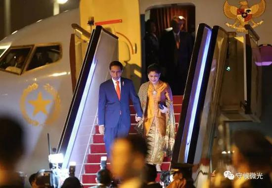 5月13日晚,印度尼西亚总统佐科乘专机抵达北京首都国际机场。中国青年报·中青在线记者 李建泉/摄