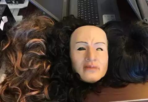 这是取钱时用的人皮面具。