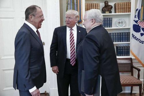 特朗普5月10日在白宫会晤俄罗斯外长拉夫罗夫和大使基斯里亚克。